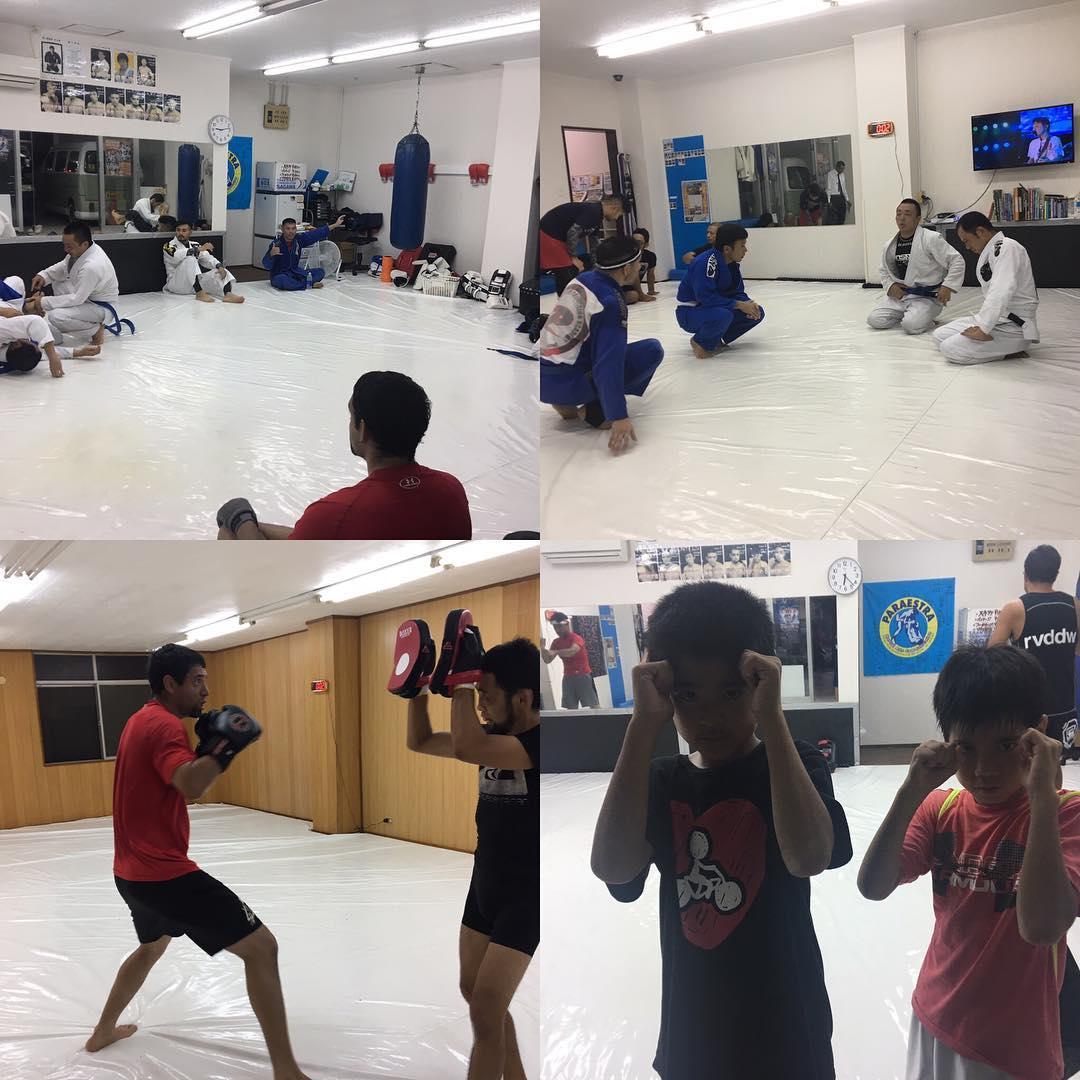金曜日コザスタジオ! 夕方のキッズクラスを皮切りに、キックボクシングと柔術と本日は人数も多く良い感じのクラスが行われました! 10/22日第1回沖縄柔術選手権にはコザスタジオから初の試合エントリーもあります。 楽しみです! 、、、 楽しんで強くなる!!! コザスタジオオープン記念10/10(火)まで入会金100%OFFキャンペーン実施中!! Theパラエストラ沖縄 コザスタジオ:〒904-0021 沖縄市胡屋2-1-59 那覇スタジオ:〒902-0076沖縄県那覇市与儀2-21-1 Tel 098-851-4739 Mail reversal.the@gmail.com  URLhttps://theparaestra.jp/  #パラエストラ #沖縄 #那覇 #与儀 #MMA #shooto #コザ #総合格闘技 #修斗 #キックボクシング #柔術 #jiujitsu #ダイエット