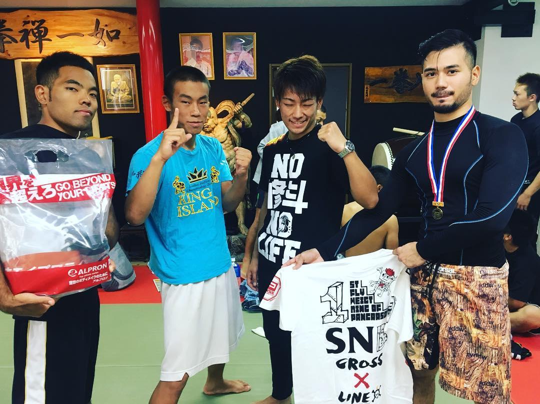 本日はwakuwakufight!! Theパラエストラ沖縄からは5名が出場しました。 新里昭悟がグラップリングで優勝、隆称がMMAで勝利しました! 格上相手の試合が多かったので結果は様々でしたが良い経験になりました。 この結果を踏まえ練習あるのみ。 また楽しみながらトレーニングして行こう! 、、、 楽しんで強くなる!! 入会者さん募集中!! Theパラエストラ沖縄 コザスタジオ:〒904-0021 沖縄市胡屋2-1-59 那覇スタジオ:〒902-0076沖縄県那覇市与儀2-21-1 Tel 098-851-4739 Mail reversal.the@gmail.com  URLhttps://theparaestra.jp/  #パラエストラ #沖縄 #那覇 #与儀 #MMA #shooto #コザ #総合格闘技 #修斗 #キックボクシング #柔術 #jiujitsu #ダイエット