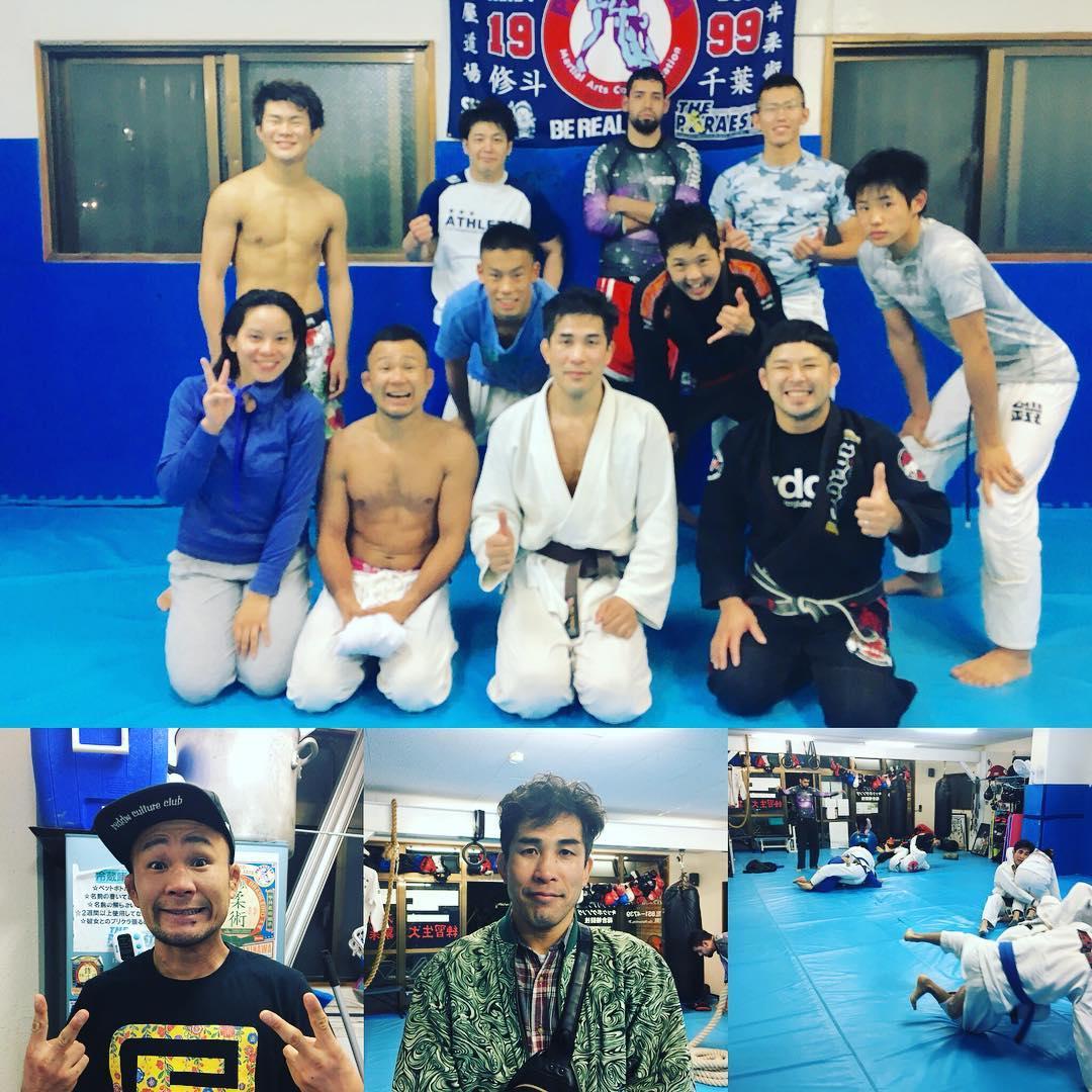2017年Theパラエストラ沖縄最後のクラスは柔術クラスでした! そんな日にスペシャルゲスト、パラエストラ北九州の島田さんと修斗バンタム級チャンピオンのBJさんも来られて豪華な2017年最終日となりました。 明日は忘年会となり30日〜新年4日まで通常クラスはお休みとなりますが自主練習も行う予定です。 2017年良い年でした、2018年も良い年にするぞーー!  #パラエストラ #沖縄 #那覇 #与儀 #MMA #shooto #コザ #総合格闘技 #修斗 #キックボクシング #柔術 #jiujitsu #ダイエット