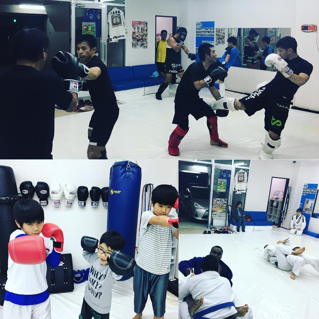 水曜日のTheパラエストラ沖縄コザスタジオ! キッズキッククラスは2人の体験の子がいてワイワイ賑わいました!最近はありがたいことにキッズの問い合わせを沢山頂いてます。 キックボクシングクラスは安定の人数で熱いトレーニング。 柔術クラスは出稽古に女性が来てくれて盛り上がりました! theparaestra.jp  #パラエストラ #沖縄 #那覇 #与儀 #MMA #shooto #コザ #総合格闘技 #修斗 #キックボクシング #柔術 #jiujitsu #ダイエット