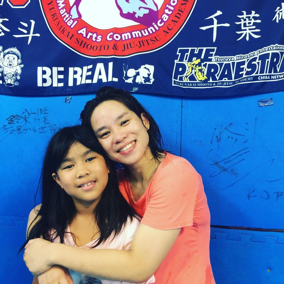 本日JBJJF日本柔術選手権にTheパラエストラ沖縄からダニカが出場します! 仕事の出張で東京に行った流れではありますが、遠く沖縄から単身出場するのは素晴らしいバイタリティ。 娘のマヤもいよいよ来週からキッズ柔術クラスデビュー予定です。 ダニカ頑張れー!柔術で充実!  #パラエストラ #沖縄 #那覇 #与儀 #MMA #shooto #コザ #総合格闘技 #修斗 #キックボクシング #柔術 #jiujitsu #ダイエット