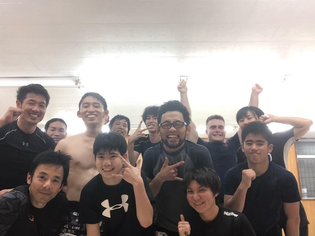火曜日コザスタジオ修斗クラス 今日は試合に向けてグラップリングと総合の強化練習でした。 怪我無く明日も頑張っていきましょう! #パラエストラ#沖縄#那覇#与儀#沖縄市#胡屋#修斗#総合#柔術#キックボクシング#ダイエット#フィットネス#shooto#MMA#kickboxing #jiujitsu