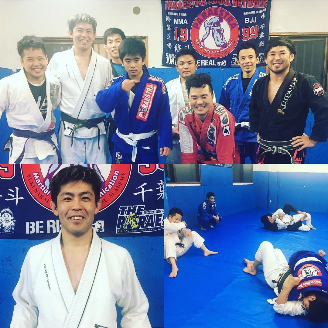 先日の土曜日は遠山拓則さん(パラエストラ東京)のスペシャルクラスがTheパラエストラ沖縄で行われました! パラエストラ東京初期メンバーで柔術歴22年の遠山さんとは2000年前半頃にパラエストラ松戸で週に1度練習させていただいた仲です。 現在は東京で総合格闘技のタイトルホルダーや様々な柔術家にトレーニングを指導する日本初の寝技・組技専門のパーソナルトレーナーさんとして活動されている遠山さん。 通常のクラスとは異なり柔術の身体の使い方や考え方などに重点を置いたスペシャルクラスとなり、参加者皆が現在持っている技、ポテンシャルでワンステップ上に行けるような内容で、非常為になるスペシャルクラスとなりました。 日本の中央で活動されるパーソナルトレーナーさんだけあって、素晴らしい指導力で感銘いたしました。  教わった事をしっかり身に着けて、生徒にも伝えて行きたいと思います。  遠山さんありがとうございました!! #パラエストラ #沖縄 #那覇 #与儀 #MMA #shooto #コザ #総合格闘技 #修斗 #キックボクシング #柔術 #jiujitsu #ダイエット