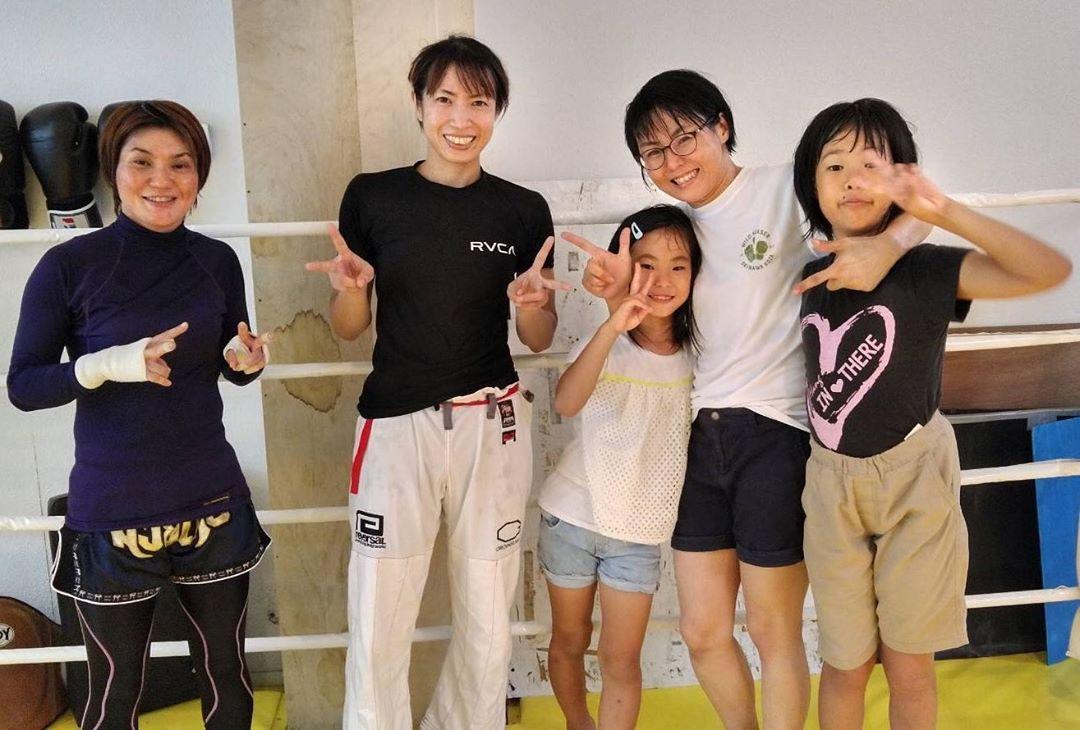 8/30本日のコザスタジオの柔術クラスには名護のチーム、グランドスラムAPPから小生ユキちゃんが出稽古に来てくれました! 来月9/29の全日本アマチュア修斗選手権にアトム級でエントリーしているユキちゃん。 優勝目指せる実力者です。 沖縄から日本へ、 沖縄から世界へ! 切磋琢磨して頑張りましょう!  #グランドスラムAPP #全日本アマチュア修斗 #パラエストラ #沖縄 #那覇 #与儀 #MMA #shooto #コザ #総合格闘技 #修斗 #キックボクシング #柔術 #jiujitsu #ダイエット