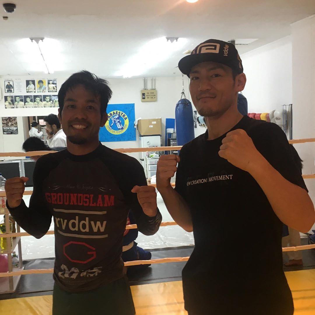 昨日のコザスタジオのクラスには名護のチーム、グランドスラムAPPから小生代表、直也くんが練習に来てくれました! 直也くんは9/22(日)プロフェッショナル修斗大阪大会に出場が決定しています。勝利すれば2019年修斗ストロー級新人王決勝戦は直也くんVS当真佳直(クロスライン)の沖縄対決! 実現に向けて全力で応援したいと思います!  #グランドスラムAPP #パラエストラ #沖縄 #那覇 #与儀 #MMA #shooto #コザ #総合格闘技 #修斗 #キックボクシング #柔術 #jiujitsu #ダイエット