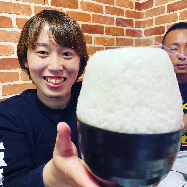 先日の東京遠征では我等が師匠、鶴屋さんの新規OPENした江戸川区は船堀【焼肉つるや】に行って参りました!黒毛和牛から仕入れた肉はどれも美味で大満足!私の大好き、生肉にチャンジャも最高!話題の日本昔話盛りはてんこ盛り!キャプテンヤスナリもご満悦!飲んで食べて話に花開いて最高の時間でした!東京にはとても美味しい焼肉屋さんがあります。皆様焼肉つるやへ是非!船堀駅船堀街道近くセブンイレブン江戸川松江南店隣〒132-0025江戸川区松江4-1-1 10503-5607-1129 03 5607 イイニク#焼肉つるや#パラエストラ千葉ネットワーク#パラエストラ #沖縄 #那覇 #与儀 #MMA #shooto #コザ #総合格闘技 #修斗 #キックボクシング #柔術 #jiujitsu #ダイエット